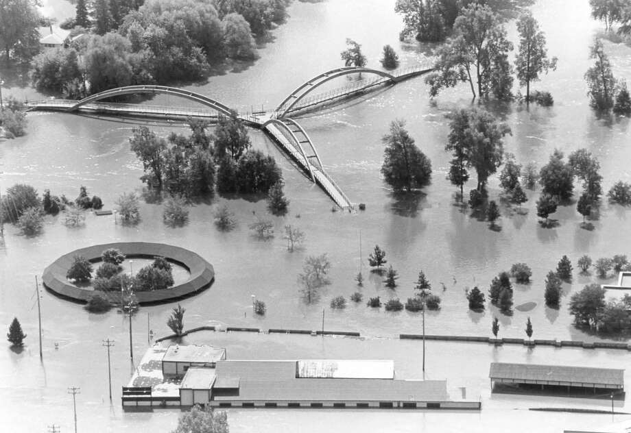 """Brown Lumber, foreground, the Farmers Market and Tridge area. 1986 """"500 Year"""" Flood Photo: Daily News File Photo"""