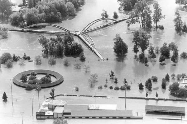 "Brown Lumber, foreground, the Farmers Market and Tridge area. 1986 ""500 Year"" Flood"