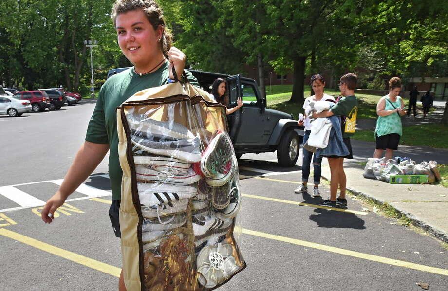 Junior Nicole Sedran of Mahopac, N.Y. helps freshmen move into their dorms at Siena College on Thursday, Sept. 1, 2016 in Loudonville, N.Y. (Lori Van Buren / Times Union) Photo: Lori Van Buren, Albany Times Union / 20037732A