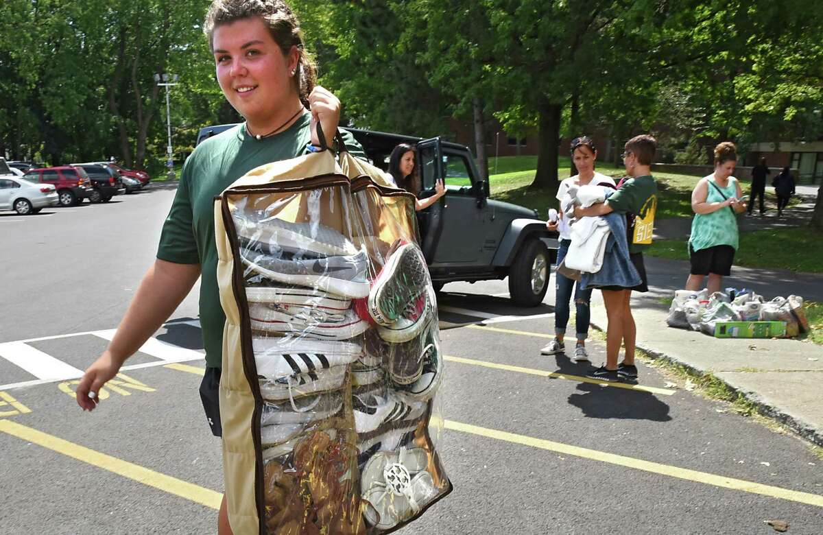 Junior Nicole Sedran of Mahopac, N.Y. helps freshmen move into their dorms at Siena College on Thursday, Sept. 1, 2016 in Loudonville, N.Y. (Lori Van Buren / Times Union)