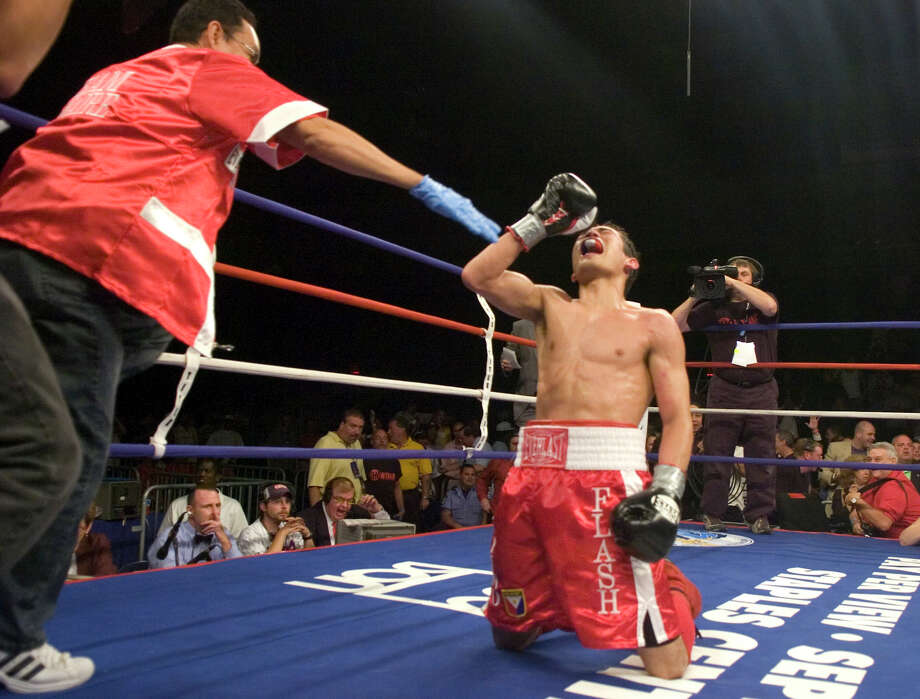 Nonito Donaire celebrates after defeating Vic Darchinyan in an IBF flyweight title fight at the Arena at Harbor Yard in Bridgeport, Conn. on July 7, 2007. Photo: Paul Desmarais /Connecticut Post / 2007, CHRIS PREOVOLOS