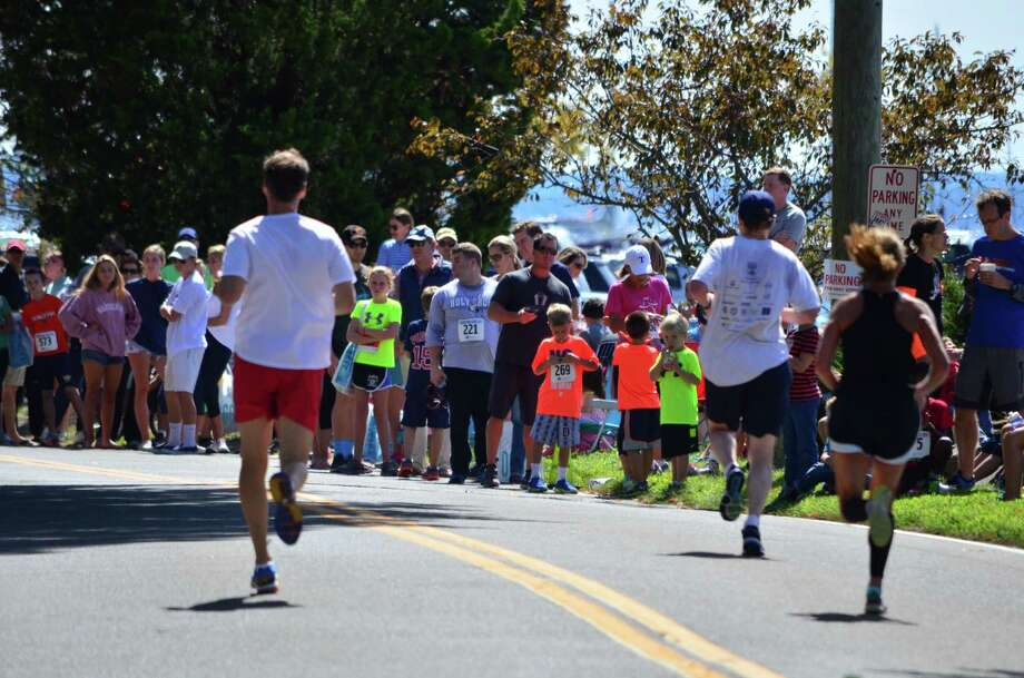 The 35th annual Darien Road Race took place at Pear Tree Point Beach on Sunday, Sept. 14 in Darien. Photo: Megan Spicer / Megan Spicer / Darien News