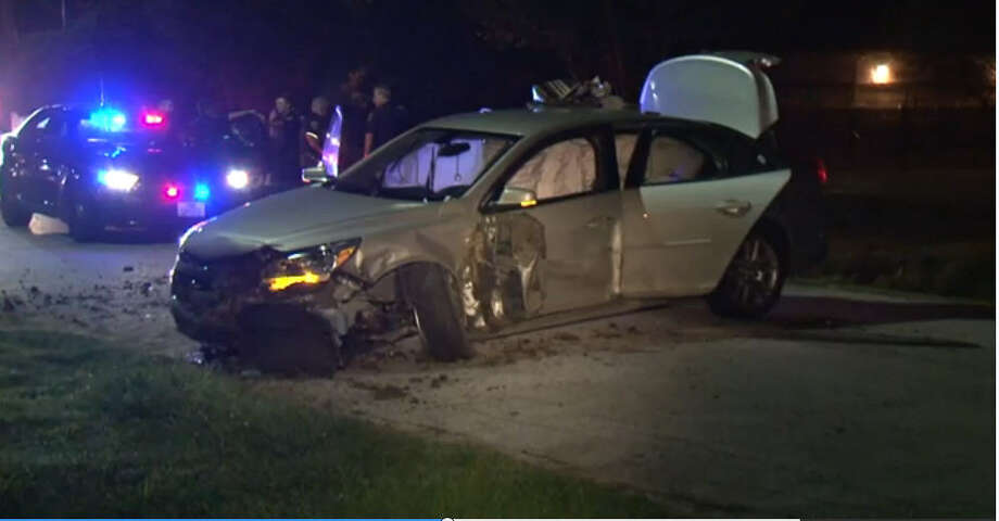 Police discovered a man wanted on drug charges in Mississippi had thousands of dollars in cash in his car after he was taken into custody following a high-speed chase about 11:45 p.m. late Thursday, Sept. 1, 2016, in northeast Houston.(Metro Video)