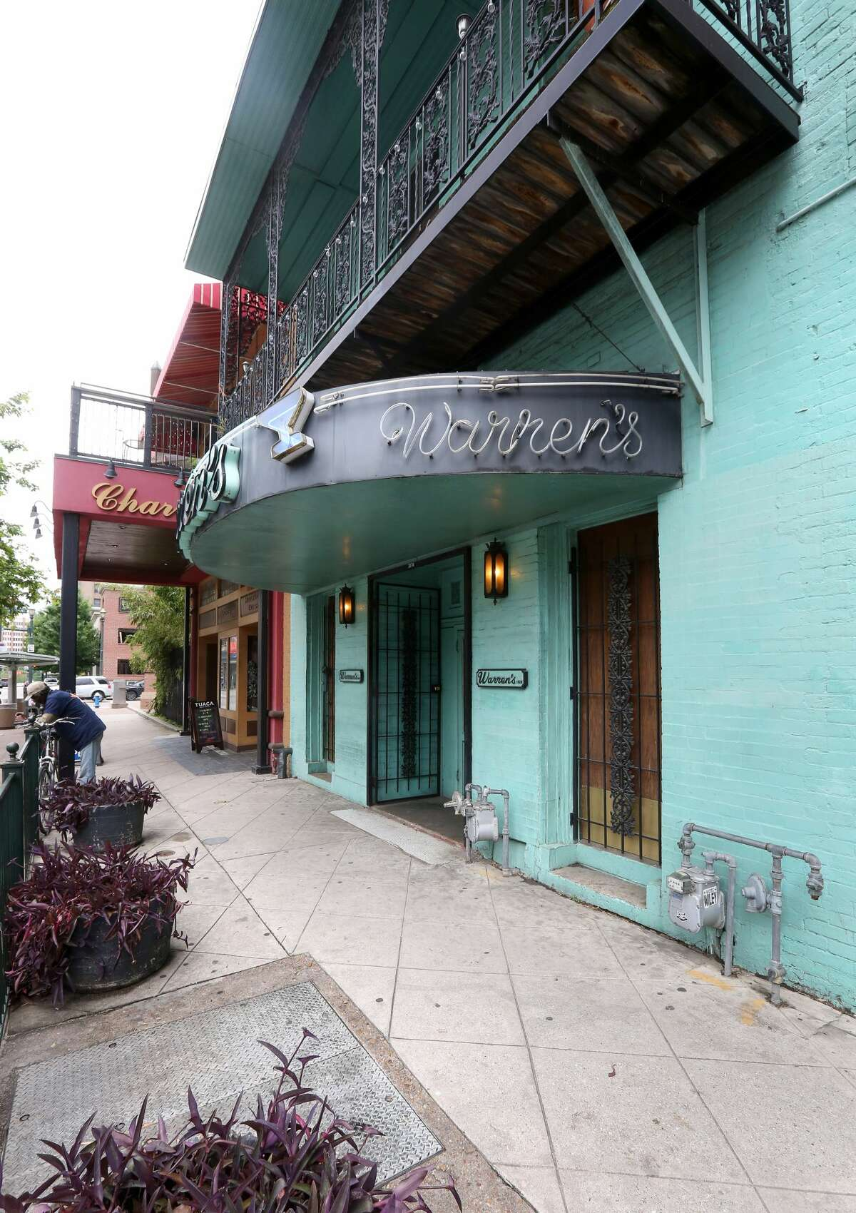 Warren's Inn Opened: 1978 Best known for: A very strong pour, spectacular downtown location, a classic jukebox