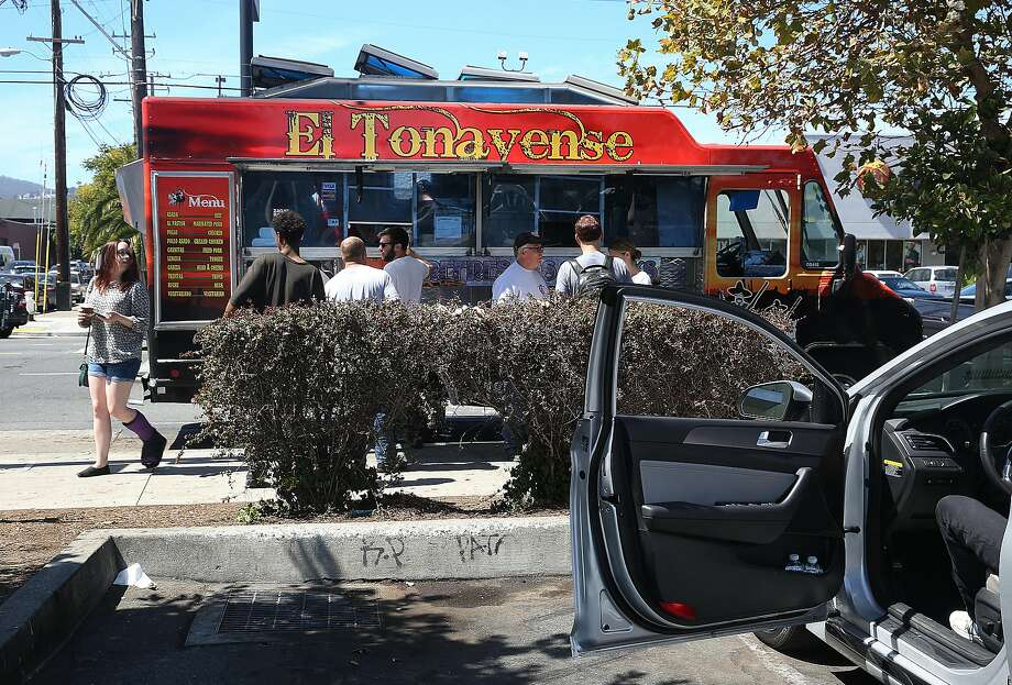 El Tonayense taco truckHarrison at 14th streets next to the Best Buy parking lot