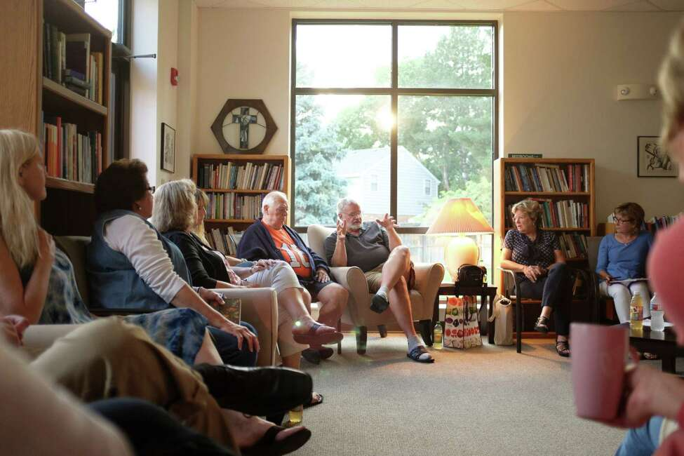 A support group for AlzheimerOs caregivers at the Good Shepherd Episcopal Church in Centennial, Colo., Sept. 1, 2016. The overwhelming stress of caring for terminally ill loved ones is increasingly being recognized and new efforts to help caregivers are emerging. (Matthew Staver/The New York Times) ORG XMIT: XNYT140