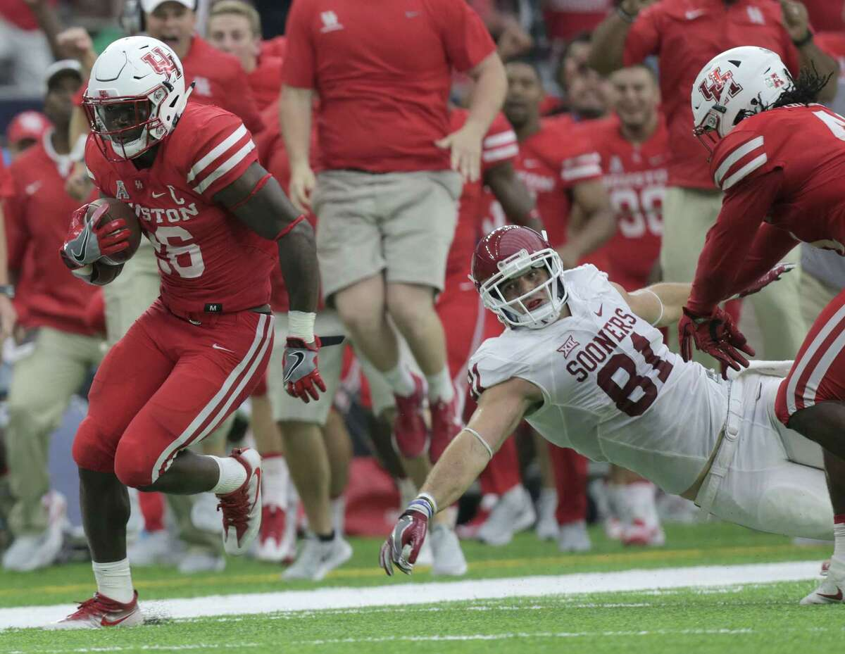 Houston Cougars cornerback Brandon Wilson (26) avoids a tackle by Oklahoma Sooners wide receiver Mark Andrews (81) as he returns a missed field goal for a touchdown in the third quarter during Advocare Texas Kickoff on Saturday, Sept. 3, 2016, at NRG Stadium in Houston. Houston won the game 33-23.