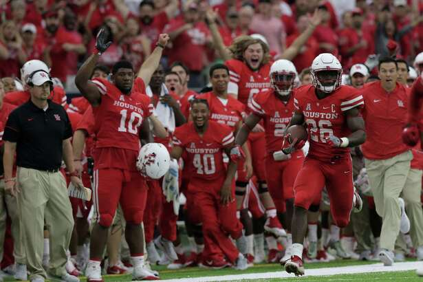 Houston Cougars cornerback Brandon Wilson (26) returns a missed field goal by Oklahoma Sooners to score a touchdown in the third quarter. University of Houston and Oklahoma University football teams play in the Advocare Texas Kickoff on Saturday, Sept. 3, 2016, at NRG Stadium in Houston.