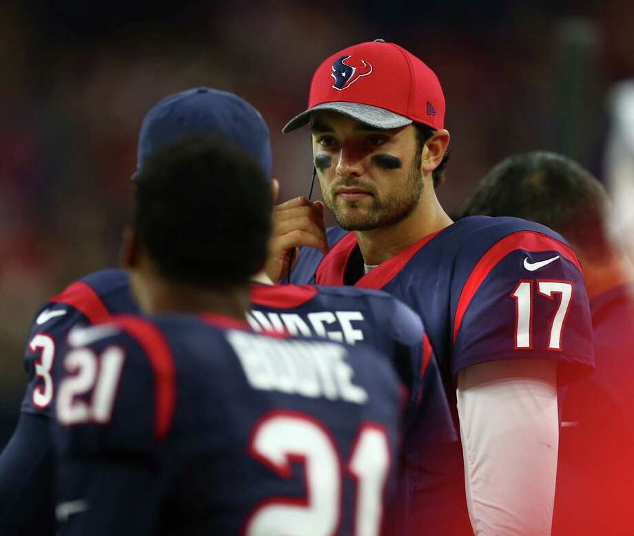 Texans quarterback Brock Osweiler (17) has impressed coaches with his work ethic. Photo: Karen Warren, Staff Photographer / 2016 Houston Chronicle