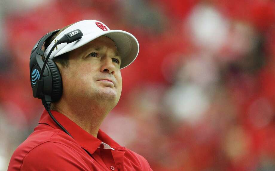 HOUSTON, TX - SEPTEMBER 03:  Head coach Bob Stoops of the Oklahoma Sooners waits near the sideline during the second half of their game against the Houston Cougars during the Advocare Texas Kickoff on September 3, 2016 in Houston, Texas.  (Photo by Scott Halleran/Getty Images) Photo: Scott Halleran, Staff / Getty Images / 2016 Getty Images