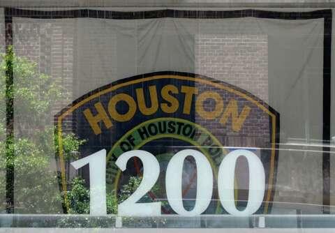 Houston police narcotics officer under investigation after deadly ...