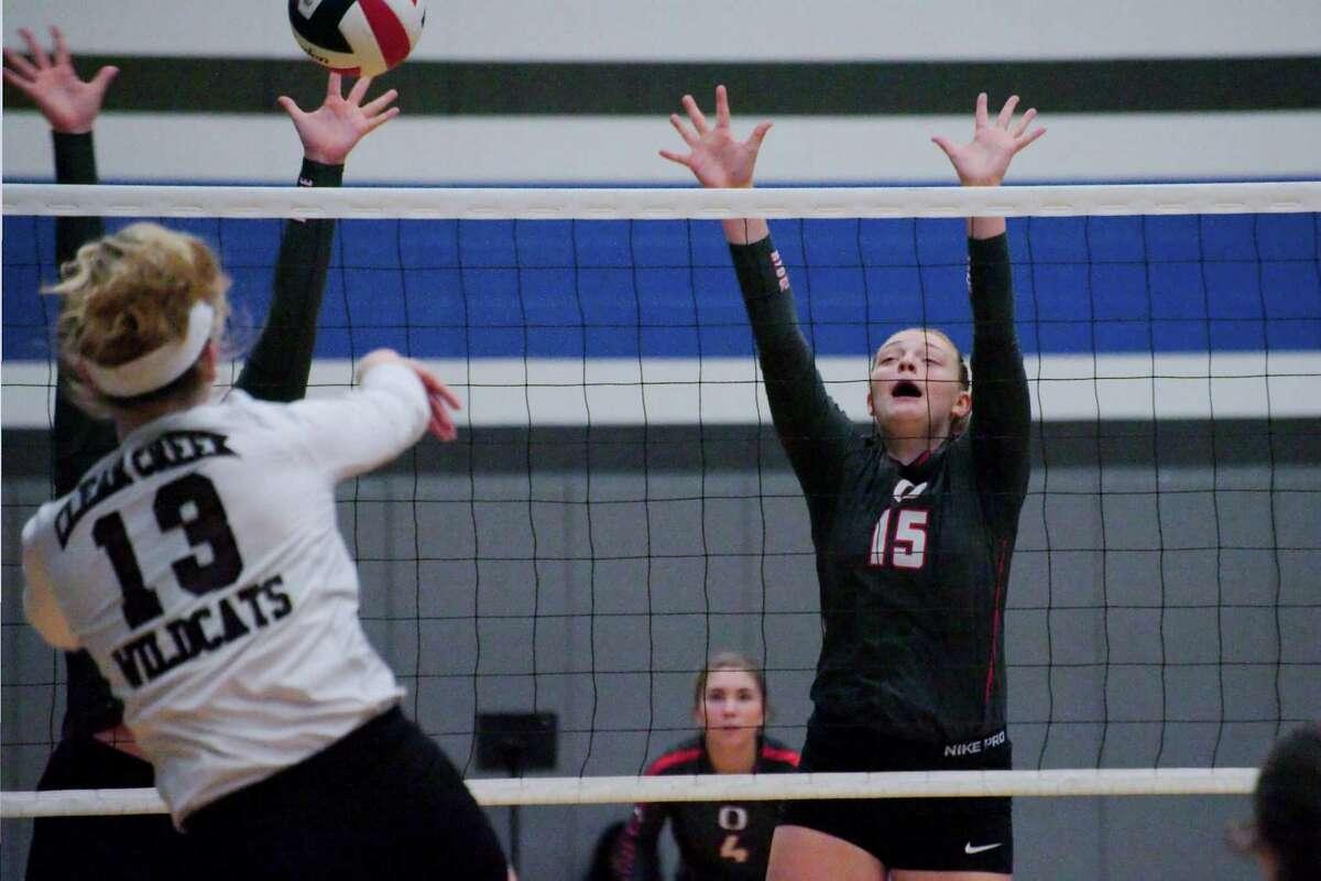 Oak Ridge's Hailey Lohnes goes high to block a shot by Clear Creek's Caitlyn Burroway (13)