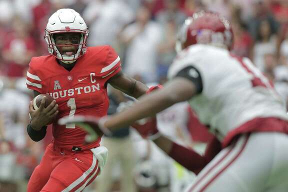 Houston Cougars quarterback Greg Ward Jr. (1) runs the ball in the second quarter against Oklahoma University in the Advocare Texas Kickoff on Saturday, Sept. 3, 2016, at NRG Stadium in Houston. ( Elizabeth Conley / Houston Chronicle )