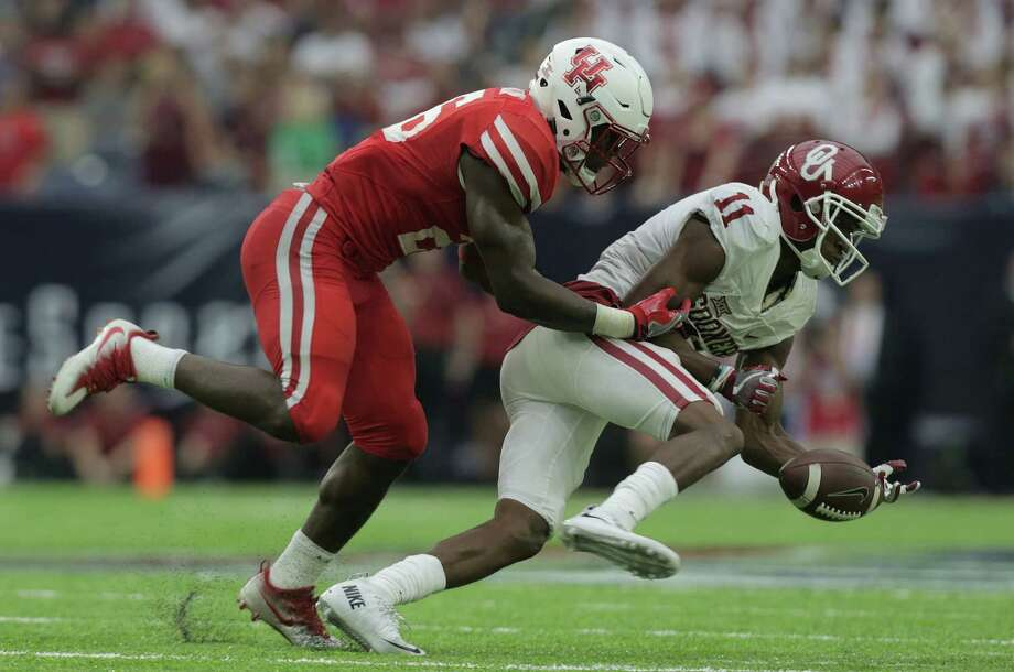 Oklahoma Sooners wide receiver Dede Westbrook (11) can't hold onto a pass as Houston Cougars cornerback Brandon Wilson (26) defends him on Saturday, Sept. 3, 2016, at NRG Stadium in Houston. ( Elizabeth Conley / Houston Chronicle ) Photo: Elizabeth Conley, Staff / © 2016 Houston Chronicle