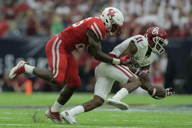 Oklahoma Sooners wide receiver Dede Westbrook (11) can't hold onto a pass as Houston Cougars cornerback Brandon Wilson (26) defends him on Saturday, Sept. 3, 2016, at NRG Stadium in Houston. ( Elizabeth Conley / Houston Chronicle )