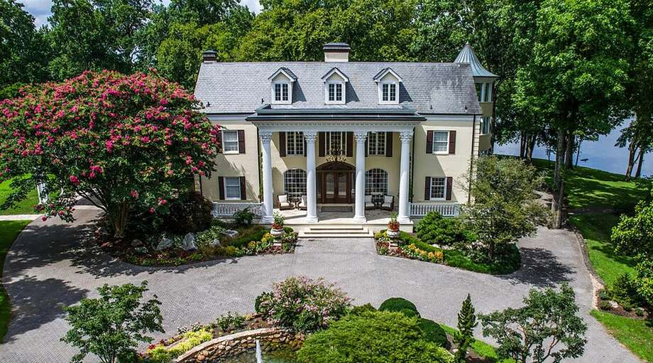 Reba McEntire has put her 83-acre equestrian estate near Nashville on the market for $7.9 million, according to Zillow Porchlight. Photo: Courtesy, Zillow Porchlight
