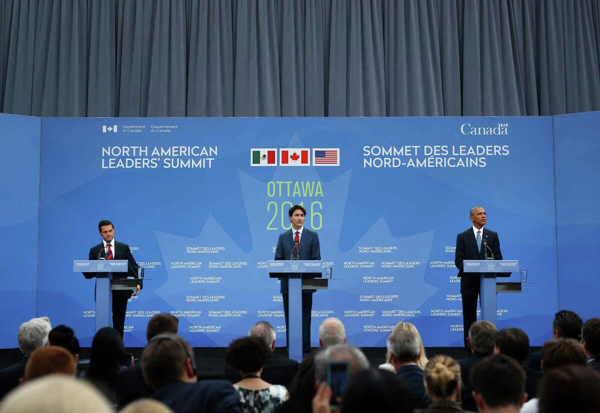 """Enrique Pena Nieto, Mexico's president, from left, Justin Trudeau, Canada's prime minister, and U.S. President Barack Obama participate in a joint news conference at the National Gallery of Canada during the North American Leaders Summit (NALS) in Ottawa, Ontario, Canada, on Wednesday, June 29, 2016. Leaders from the three Nafta nations """"agree on the need for governments of all major steel-producing countries to make strong and immediate commitments to address the problem of global excess steelmaking capacity,"""" according to a statement from Trudeau. Photographer: Cole Burston/Bloomberg"""