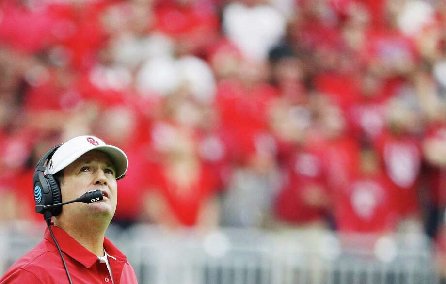 Bob Stoops is retiring as head coach of the Oklahoma Sooners football team, according to reports.COACHING CAROUSEL: See our rankings for the best and worst college coaching moves of the offseason ... Photo: Scott Halleran, Getty Images / 2016 Getty Images