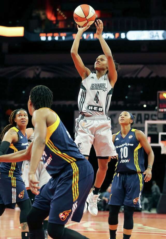 Point guard Moriah Jefferson takes a shot out of the middle of the defense as the Stars host Indiana at the AT&T Center on September 6, 2016. Photo: TOM REEL, STAFF / SAN ANTONIO EXPRESS-NEWS / 2016 SAN ANTONIO EXPRESS-NEWS