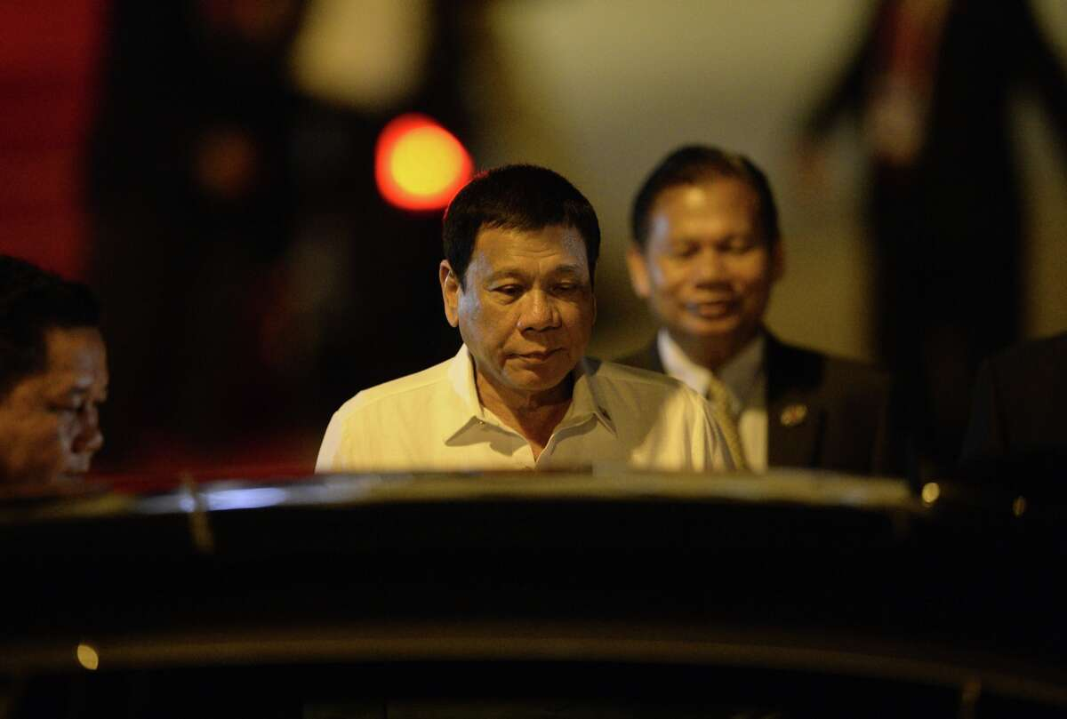 Philippine President Rodrigo Duterte arrives at the Wattay International Airport in Vientiane on September 5, 2016 for the 28th Association of Southeast Asian Nations (ASEAN) Summit to be held September 6-8.