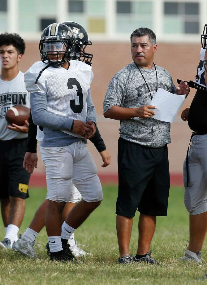Edison running back Matthew Garcia (3), flanked by coach Albert Torres, practices at the school on Sept. 6, 2016. Photo: Kin Man Hui /San Antonio Express-News / ©2016 San Antonio Express-News