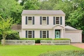 340 S. Caldwood Dr., Beaumont, Texas 77707.     $169,900. 4 bedrooms; 2 full, 1 half bathrooms. 2,140 sq. ft., 0.5 acres lot.
