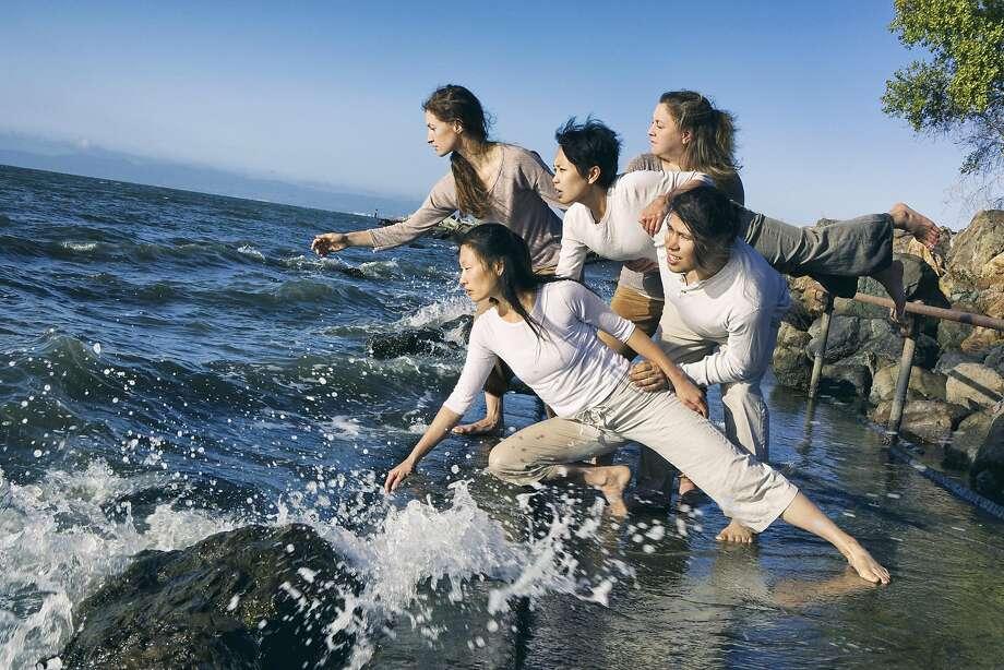 Dancers (clockwise from top left): Sarah Chenoweth, Frances Sedayao,  Rebecca Johnson, Rogelio Lopez, Peiling Kao.  Photographer: Pak Han Photo: Pak Han