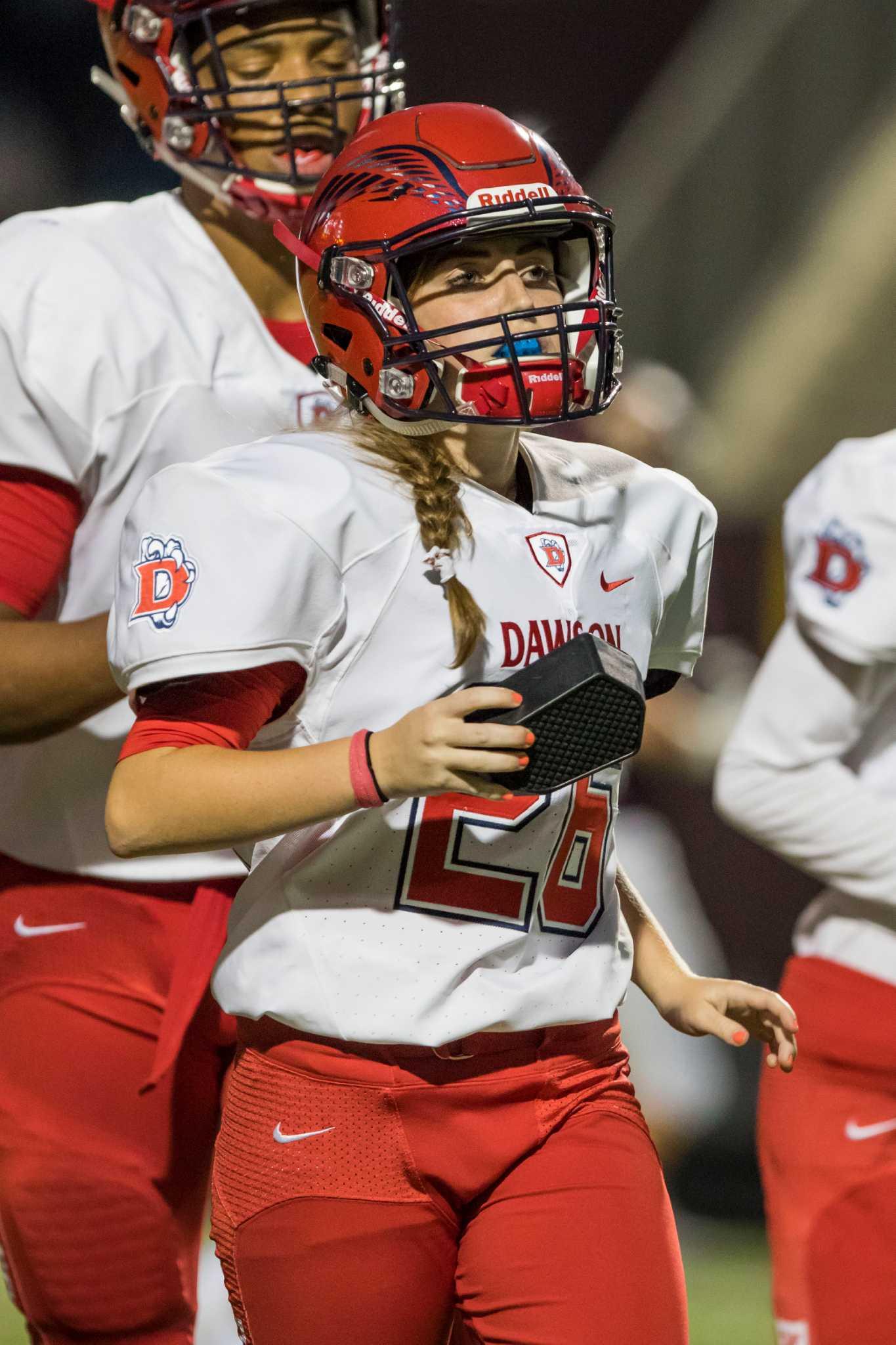 29e5317185b Female kicker finds footing at Dawson - Houston Chronicle