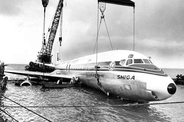 A Japan Air Lines flight that landed in the Bay near Coyote Point is lifted out of the water. Photo is dated Nov. 22, 1968.A Japan Air Lines flight that landed in the Bay near Coyote Point is lifted out of the water. Photo is dated Nov. 22, 1968.