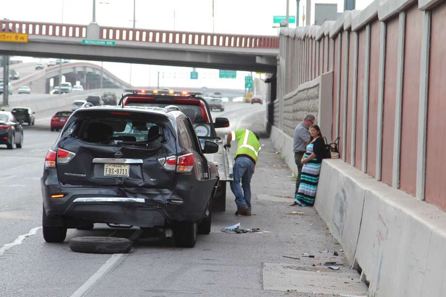 A three-vehicle crash on eastbound Loop 410 near McCullough Avenue has stalled morning traffic on Thursday, Sept. 3, 2016. Photo: Tyler White / San Antonio Express-News