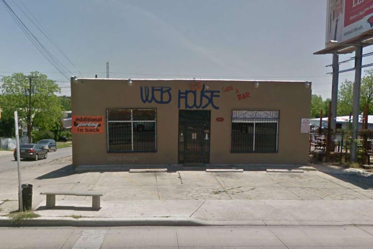 The Web House Cafe & Bar: 320 Blanco Road, San Antonio, Texas 78212Date: 06/08/2017 Score: 81Highlights: Live roaches seen