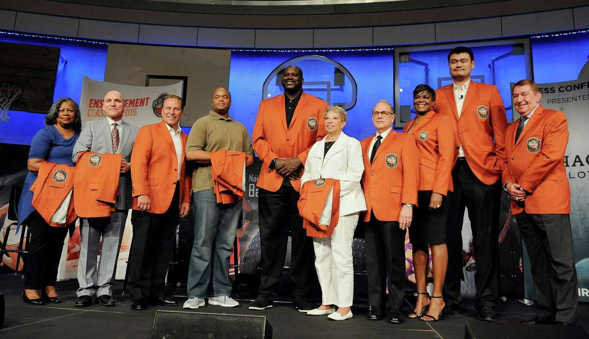 The 2016 class of inductees into the Basketball Hall of Fame, from the left, Ann Beaty, accepting on behalf of her late husband Zelmo Beaty, Ron Garretson, accepting on behalf of his father the late Darell Garretson, Tom Izzo, Maurice Banks, accepting on behalf of his late grandfather John McLendon, Shaquille O'Neal, Nancy Boxill, accepting on behalf of her late grandfather Cumberland Posey, Jerry Reinsdorf, Sheryl Swoopes, Yao Ming, and past inductee Jerry Colangelo pose for a group photo at the end of a news conference at the Naismith Memorial Basketball Hall of Fame, Thursday, Sept. 8, 2016, in Springfield, Mass. (AP Photo/Jessica Hill)