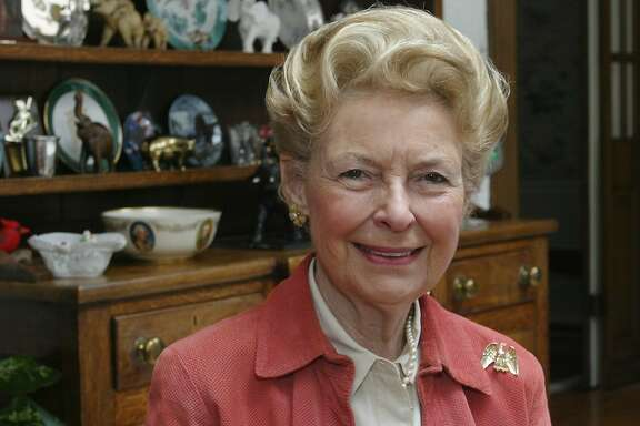FILE Ñ Phyllis Schlafly, the Eagle Forum founder and conservative icon, at home in Ladue, Mo., March 20, 2006. Schlafly, whose grass-roots campaigns against communism, abortion and the Equal Rights Amendment made her one of the most controversial political figures of her day, died on Sept. 5, 2016. She was 92. (Stephanie S. Cordle/The New York Times)