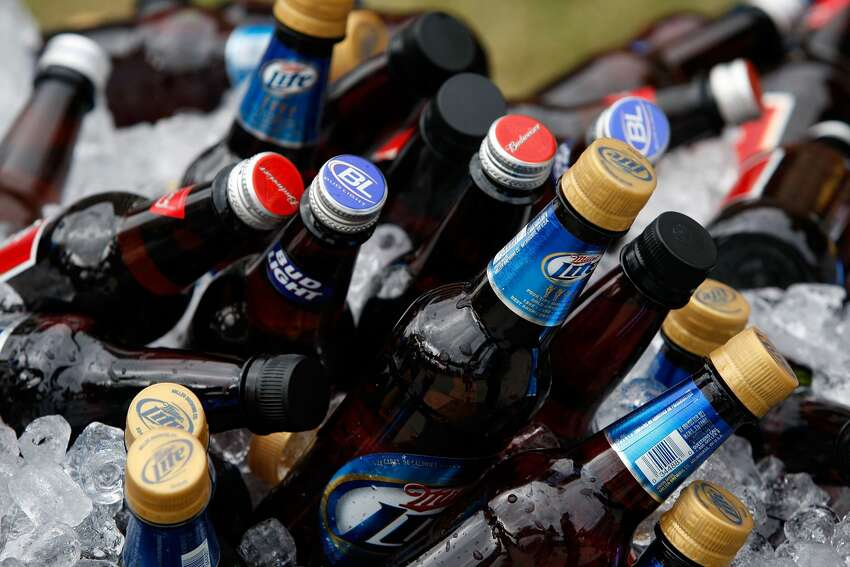 10 LEAST EXPENSIVE STATES FOR BEER DRINKERS 10. Nebraska Average beer price: $16.62 a case Source: Simple Thrifty Living
