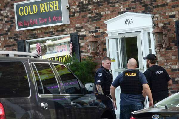 Norwalk police investigate a hold up at the Gold Rush, 495 Connecticut Ave., in Norwalk, Conn. Friday September 9, 2016.