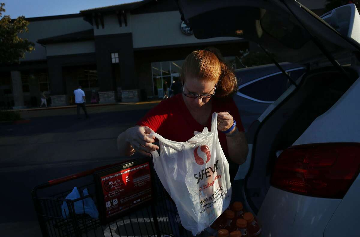 Casey Flood loads her groceries into her car in the Safeway parking lot Sept. 8, 2016 in Brentwood, Calif.