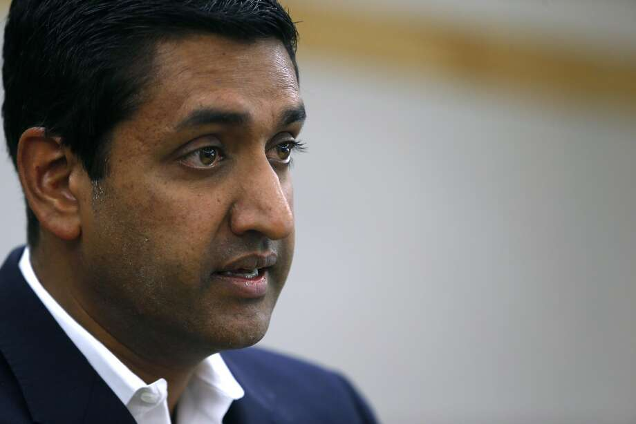 Candidate Ro Khanna receives an endorsement from plumbers, steamfitters and pipeline union Local 342 in Newark, Calif. on Sept. 7, 2016, in his bid to unseat incumbent Rep. Mike Honda in the Calif. 17th Congressional District. Photo: Paul Chinn, The Chronicle