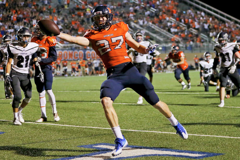 Brandeis's Sean Mellish scores on a 12-yard run during the second half of their game with Boerne Champion at Farris Stadium on Friday, Sept. 9, 2016.  MARVIN PFEIFFER/ mpfeiffer@express-news.net Photo: Marvin Pfeiffer/San Antonio Express-News