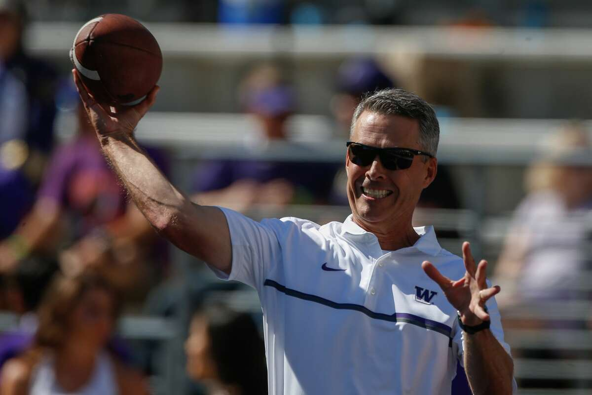 Head coach Chris Petersen of the Washington Huskies tosses the football prior to the game against the Idaho Vandals on September 10, 2016 at Husky Stadium in Seattle, Washington. (Photo by Otto Greule Jr/Getty Images)