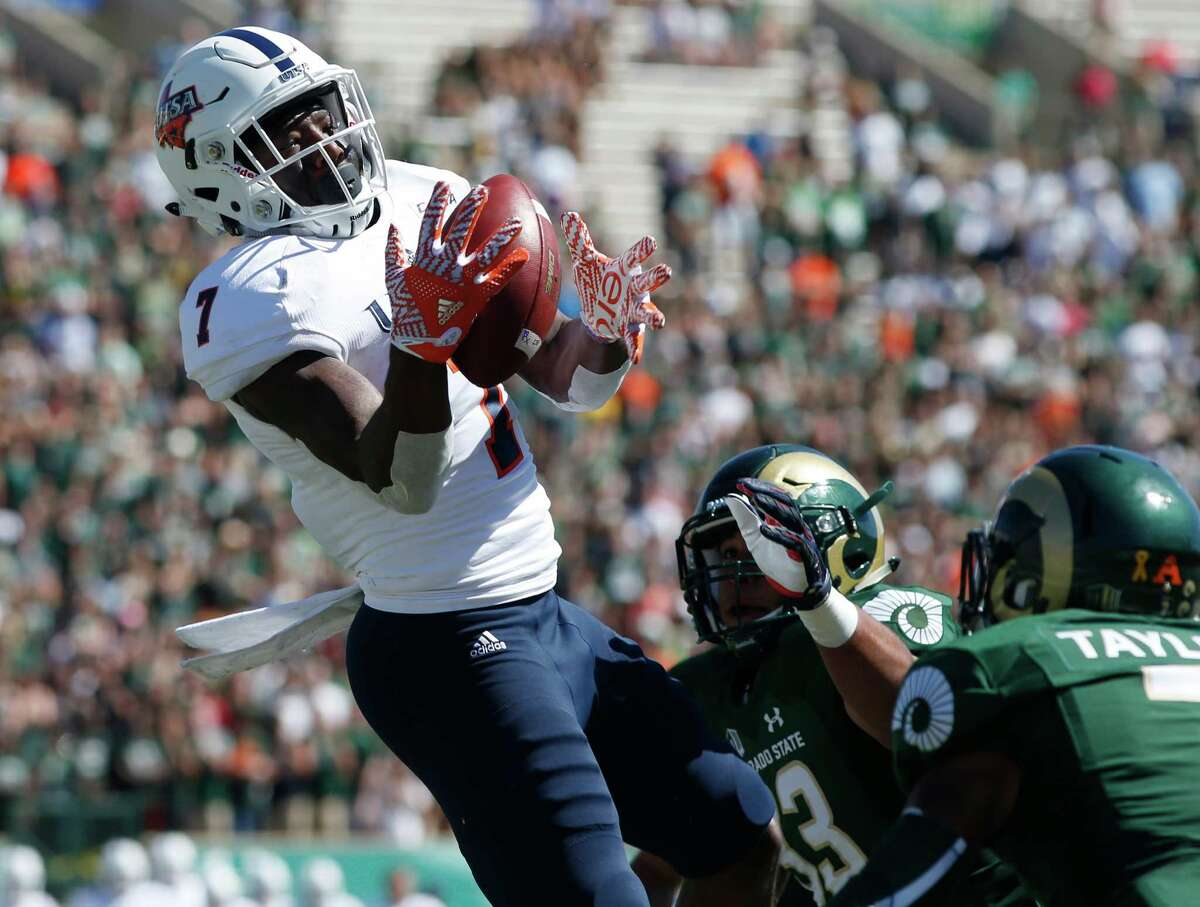 UTSA wide receiver Kerry Thomas Jr., left, pulls in a pass for a touchdown as Colorado State linebacker Kevin Davis, center, and defensive back Demontrie Taylor cover in the first half of an NCAA college football game Saturday, Sept. 10, 2016, in Fort Collins, Colo. (AP Photo/David Zalubowski)