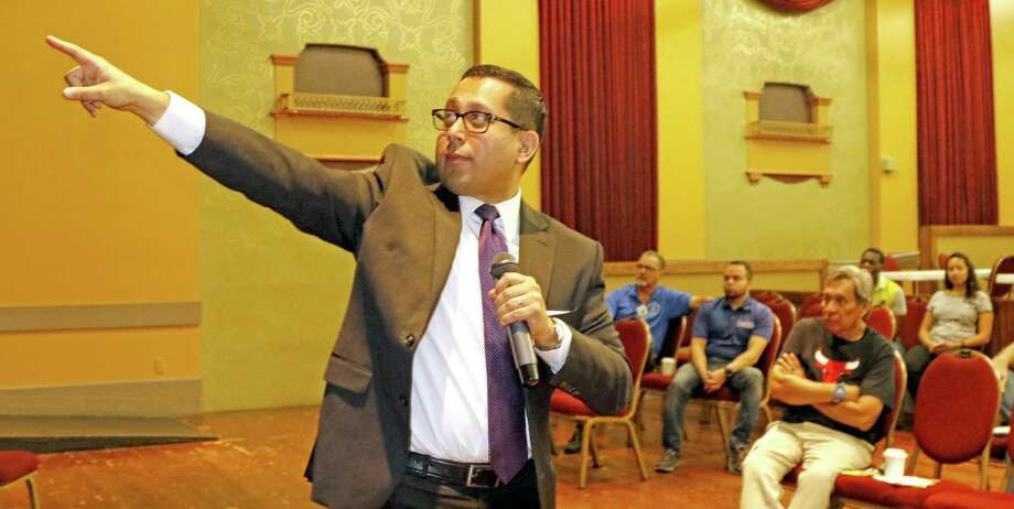 Diego Bernal urges SAISD voters to support the district's bond issue and tax ratification measure. Photo: Ron Cortes /