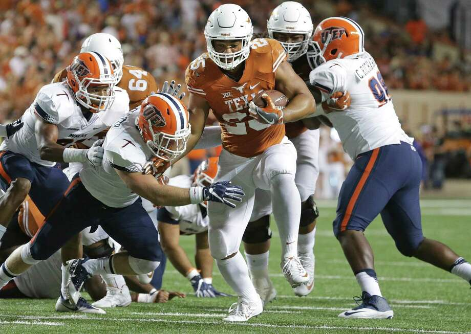 Chris Warren high steps away from the middle as Texas hosts UTEP at DKR Stadium in Austin  on September 10, 2016. Photo: TOM REEL, STAFF / SAN ANTONIO EXPRESS-NEWS / 2016 SAN ANTONIO EXPRESS-NEWS