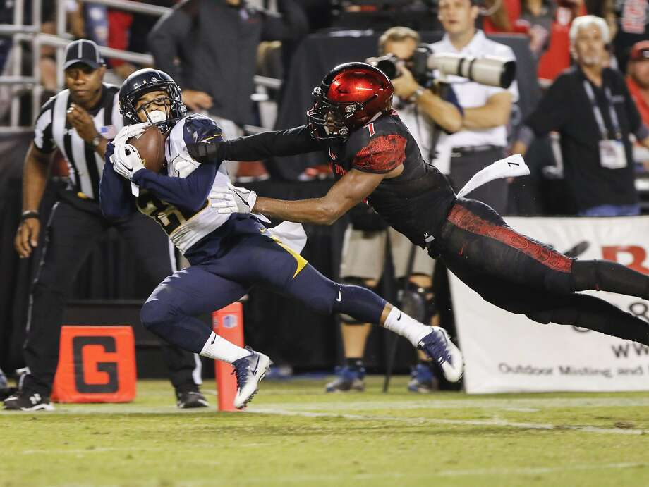 Cal wide receiver Bug Rivera pulls in a touchdown reception in front of San Diego State's Kameron Kelly in the first quarter. Photo: Don Boomer, Associated Press