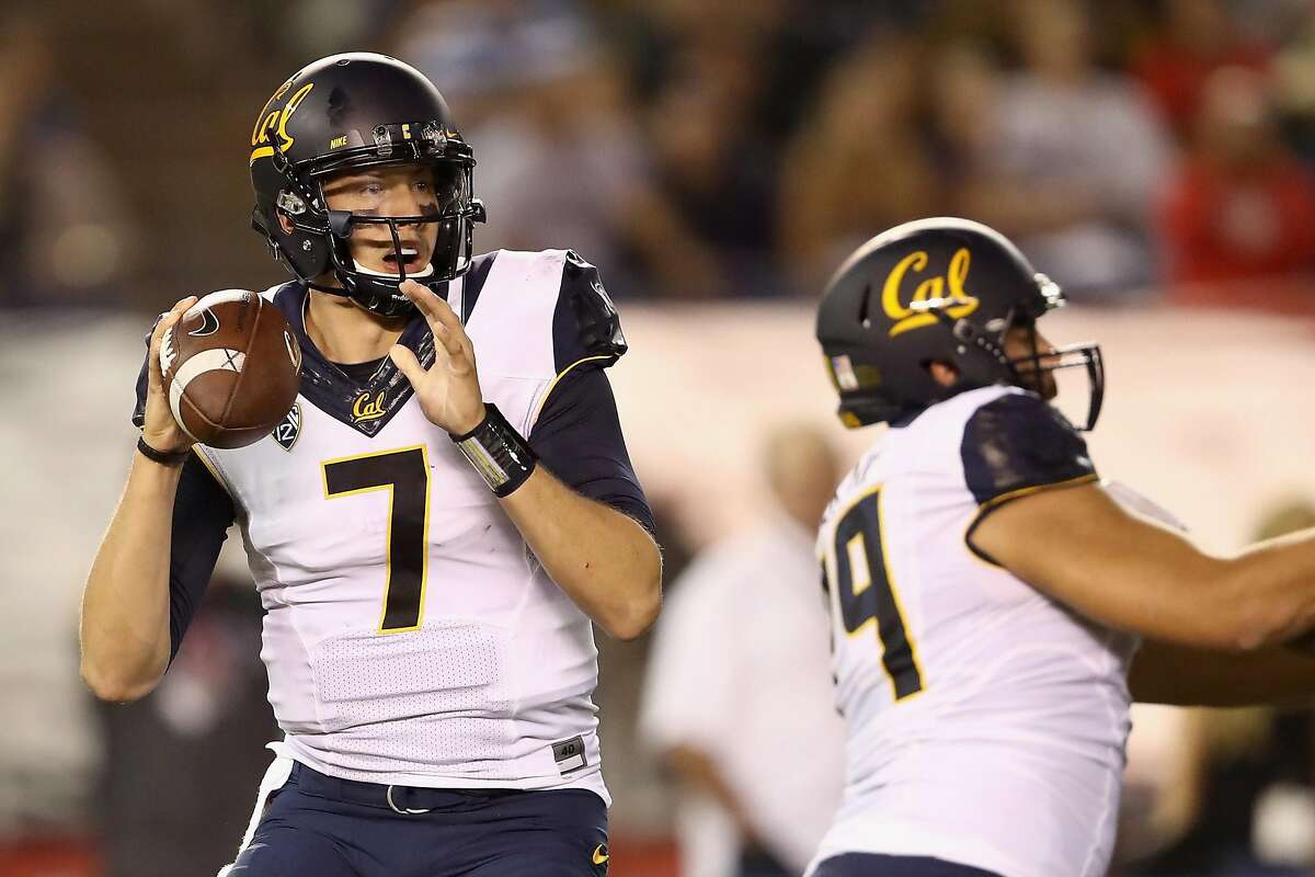 SAN DIEGO, CA - SEPTEMBER 10: Davis Webb #7 of the California Golden Bears looks to pass during the first quarter of a game against the San Diego State Aztecs at Qualcomm Stadium on September 10, 2016 in San Diego, California. (Photo by Sean M. Haffey/Getty Images)