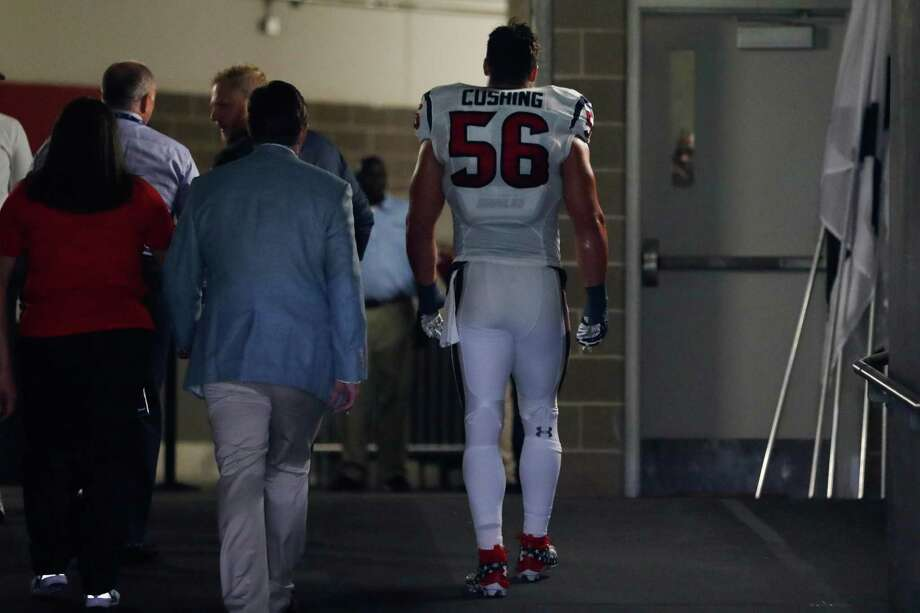 Houston Texans inside linebacker Brian Cushing (56) leaves the field after an injury during the first quarter of an NFL game at NRG Stadium,Saturday, Jan. 1, 2016 in Houston. Photo: Karen Warren, Houston Chronicle / 2016 Houston Chronicle