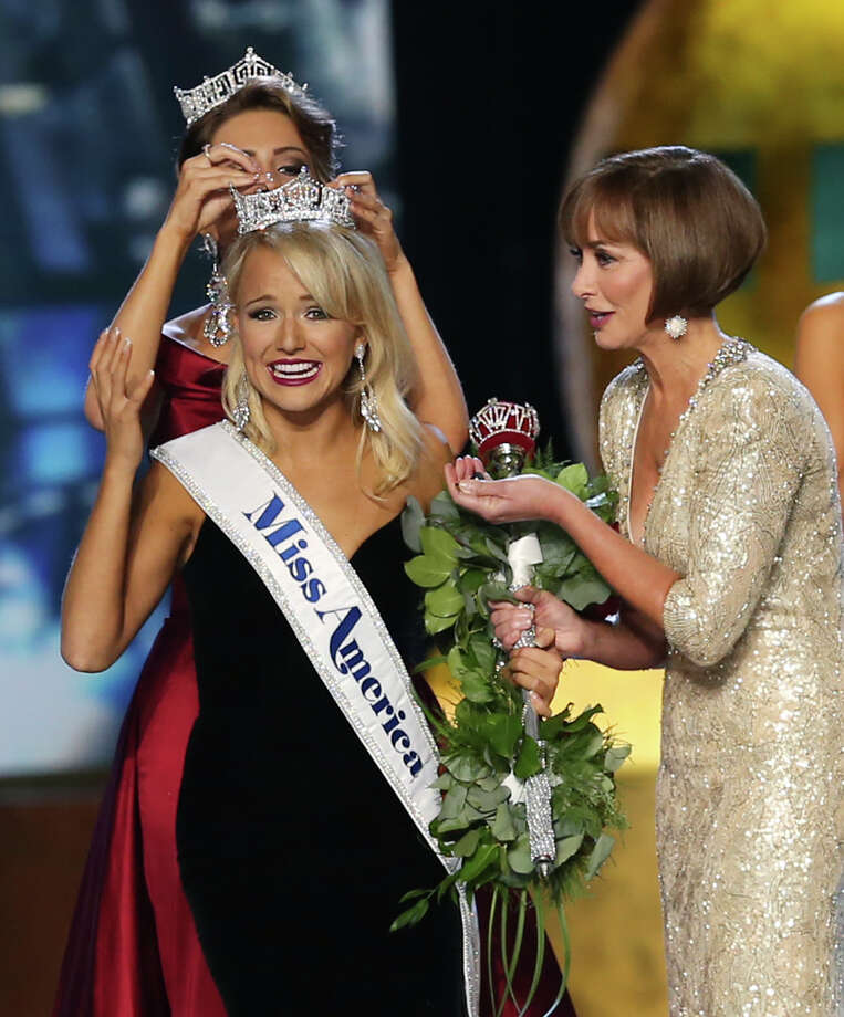 The outgoing Miss America, Betty Cantrell, back, crowns the winner Miss Arkansas Savvy Shields, as Lynn Weidner, right assists during the Miss America 2017 pageant, Sunday, Sept. 11, 2016, in Atlantic City, N.J. (AP Photo/Mel Evans) Photo: Mel Evans/AP
