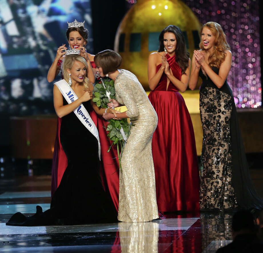 The outgoing Miss America, Betty Cantrell, back left, crowns the Miss America winner Miss Arkansas Savvy Shields, as Lynn Weidner, right assists, as Miss Maryland Hannah Brewer, second right, and Miss Texas 2016 Caroline Carothers, look on during the Miss America 2017 pageant, Sunday, Sept. 11, 2016, in Atlantic City, N.J. (AP Photo/Mel Evans) Photo: Mel Evans/AP
