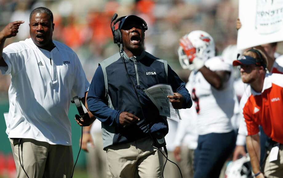 UTSA head coach Frank Wilson (center) yells directions to his team while facing Colorado State in the first half on Sept. 10, 2016, in Fort Collins, Colo. Photo: David Zalubowski /Associated Press / Copyright 2016 The Associated Press. All rights reserved.