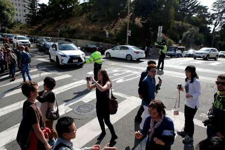 A crowd of tourists block traffic from traveling down Lombard St. in San Francisco on Saturday, September 10, 2016. Photo: Gabriella Angotti-Jones / The Chronicle 2016
