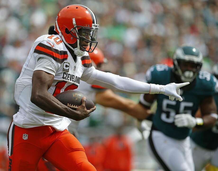 Robert Griffin III was 12-for-26 for 190 yards with an interception in his debut with the Browns before being injured. Photo: Rich Schultz, Getty Images